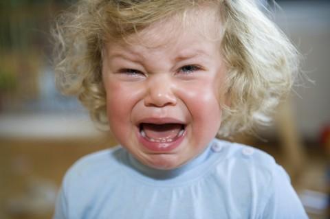 iStock_enfant qui pleure Full